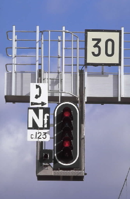 Signalisation_lumineuse_carre_ferme